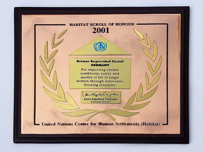 Auszeichnungs-Plakette der UN : Bremer Beginenhof Modell
