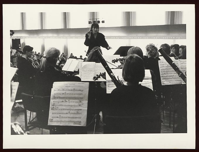 Elke Mascha Blankenburg dirigiert Clara Schumann Orchester